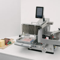 SAM Aufschnittmaschine, vollautomatisch, Touchpad, Packer
